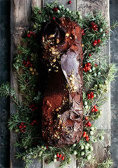 No bake chocolate yule log, with rice krispies & avocado - Trois fois par jour Christmas Ham, Vegan Christmas, Christmas Mood, Christmas Stuff, Rice Krispies, Family New Years Eve, Champagne Truffles, New Years Cookies, Magic Reindeer Food