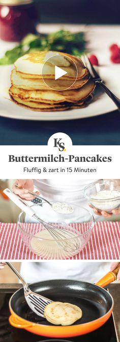 Diese zarten, fluffigen Buttermilch-#Pancakes zergehen dir regelrecht auf der Zunge. Probier sie aus! In nur 15 Minuten hast du so das perfekte #Frühstück. #Rezepte #Kochen