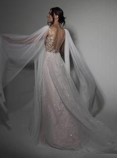 Layered Wedding Dresses, Chiffon Wedding Gowns, Sexy Wedding Dresses, Bridal Dresses, Before Wedding, Pretty Dresses, Marie, Ball Gowns, Fashion Dresses