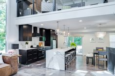 Dark and Light Contrast in Kitchen   http://homeart4news.blogspot.co.id/2015/10/dark-and-light-contrast-in-kitchen.html