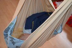 Ebook Federwiege Babywiege Hängewiege von Häwelmäuse auf www.häwelmäuse.de; Baby in Federwiege