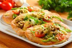 Sprawdzony przepis na Podpłomyki. Wybierz sprawdzony przepis eksperta z wyselekcjonowanej bazy portalu przepisy.pl i ciesz się smakiem doskonałych potraw. Sandwiches, Pasta, Chapati, 20 Min, Food Hacks, Bread Recipes, Baked Potato, Tacos, Meat