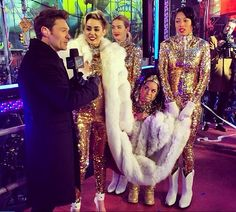 Miley Cyrus ; with Ryan love her performance outfit!!!