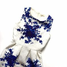 """Blue and White Floral Sundress Sz XS ❌NO TRADES❌  - Blue and White Floral Sundress Sz XS  - White and Blue Brocade Dress w/ Back Zipper  - No size tag, fits like a Sz XS  - Cotton/ Polyester Blend  - Approx 31"""" length (from shoulder) Dresses Mini"""
