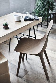 En ODGER stol og et spisebord.