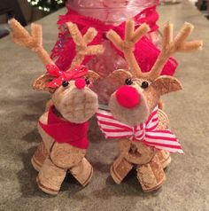 From scrap wine cork stoppers in wonderful diy christmas ornaments 50 Diy Christmas Ornaments, Wine Cork Ornaments, Reindeer Ornaments, Christmas Crafts For Kids, Christmas Projects, Handmade Christmas, Holiday Crafts, Christmas Decorations, Diy Ornaments