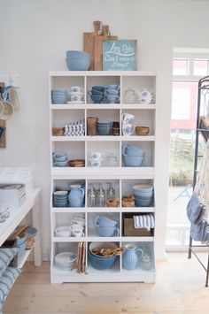 Home Decor Habitacion .Home Decor Habitacion Owl Bathroom Decor, Kitchen Decor, Basement Kitchen, Bleu Pale, Cocina Shabby Chic, Blue And White China, Dream Decor, Home Interior Design, Interior Livingroom