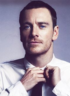 michaelfassbendertouchingthings:  Michael Fassbender touching his tie.