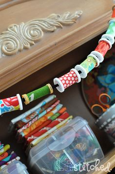 Spool Garland DIY: great idea for all those empty spools, recycle! ~ you could use this as a sewing room garland Sewing Room Decor, Sewing Room Organization, My Sewing Room, Sewing Rooms, Wooden Spool Crafts, Wooden Spools, Fabric Crafts, Sewing Crafts, Diy Crafts