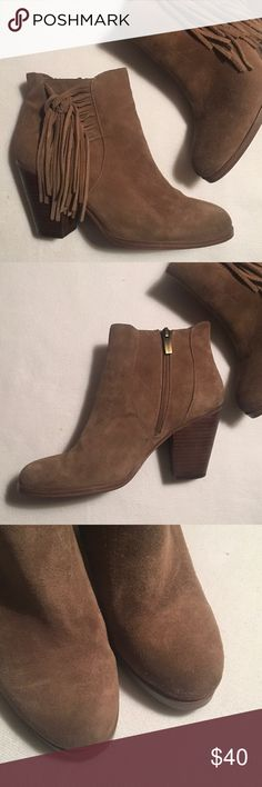 """Vince Camuto Suede Ankle Boots sz 8M Excellent, gently worn condition.  One heel nick. Otherwise, solid and very clean inside and out. Zero heel or sole wear. Heel 3-1/2"""". Length 9"""". Width 3-1/4"""" Vince Camuto Shoes Ankle Boots & Booties"""