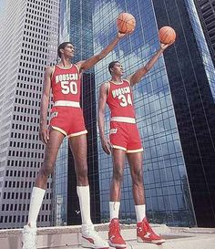 Take a look at the Top 10 Tallest NBA Players in the World The tallest player in NBA is Gheorghe Muresan. Presenting the NBA tallest player 2016 list Rockets Basketball, Girls Basketball Shoes, Basketball Pictures, Basketball Legends, Sports Basketball, Sports Pictures, Basketball Players, College Basketball, Duke Basketball