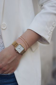 Trendy Watches, Elegant Watches, Casual Chic, Diy Fashion Hacks, Look Blazer, Gold Set, 70s Fashion, Fashion Watches, Stylish Outfits