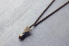 * SPOILER ALERT * La nouvelle collection STARDUST par Equis Accessoires est vraiment magnifique ! ++++ Equis Accessoires' new STARDUST collection is way too gorgeous ! ++ Rainbow quartz long pendant necklace with brass arrow head charm, Cobalt Aura, crystal. ***VERY LIMITED EDITION*** EDITION TRÈS LIMITÉE*** $39,15 CAD Spoiler, Cobalt, Arrow Necklace, Jewelry, Accessories, Jewellery Making, Jewelery, Jewlery, Jewels