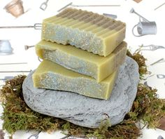 Garden Soap       1.6 oz Sweet Almond Oil  13.7 oz Coconut Oil  2.2 oz Mango Butter  19.2 oz Olive Oil  13.7 oz Palm Oil  4.4 oz Palm Kernel Flakes  8 oz Lye  18.1 oz Water  2 tablespoons ground coffee  2 tablespoons blue pumice (save a sprinkle garnish)  1.5 teaspoon shredded loofah for the top garnish  Essential Oil Blend: 3.5 oz Orange 10x, .3 oz Cinnamon Leaf, 1 oz Patchouli