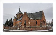 église fortifiée d'Autreppes. Picardie
