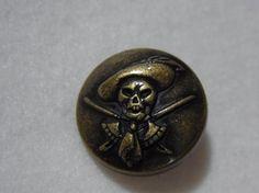 ・スカルモチーフの金属ボタンです。・アンチックゴールドメッキです。・2個セットでの単価です。|ハンドメイド、手作り、手仕事品の通販・販売・購入ならCreema。