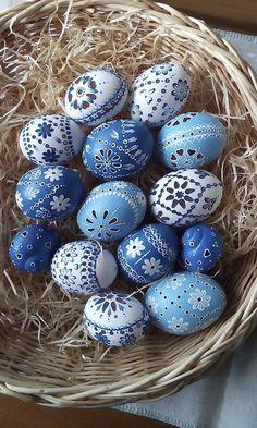 velikonoční kraslice, velikonoční vejce, vajíčka, velikonoce, barvení vajec, easter, easter eggs, traditional Crafts To Make, Arts And Crafts, Easter Parade, Egg Art, Egg Decorating, All The Colors, Easter Eggs, Household, Carving