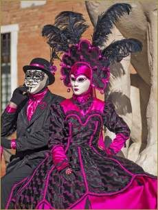 The coupes mask party Venetian Costumes, Venetian Carnival Masks, Venetian Masquerade, Masquerade Costumes, Carnival Costumes, Masquerade Ball, Venice Carnivale, Venice Mask, Brazil Carnival