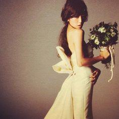 「仕事終わってゆっくり本読んで…☺️明日も頑張ろう ♡♡ #吉田怜香 #rumiヘアアレンジ #MARRYMETODAYANDEVERYDAY」