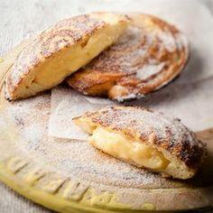 Custard baked in buttered bread in mince pie tin Tart Recipes, Sweet Recipes, Baking Recipes, Dessert Recipes, Eggless Recipes, Baking Ideas, Snack Recipes, Kos, Melktert