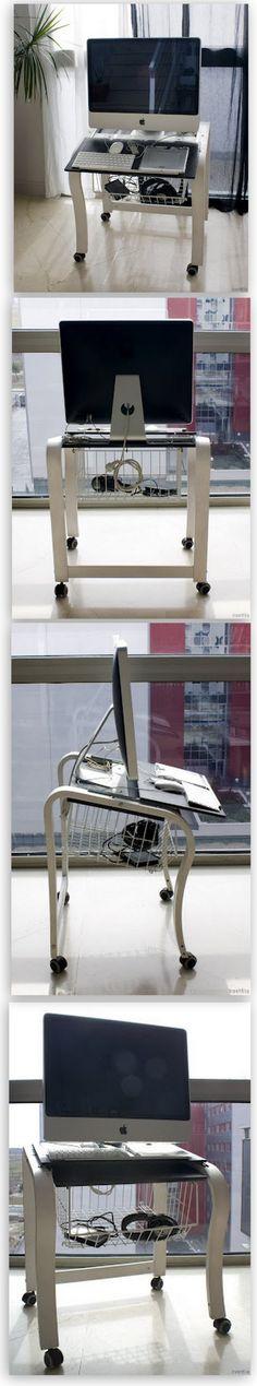 Mac Patas en todo su esplendor. Un sillón Poang de Ikea convertido en base de trabajo.