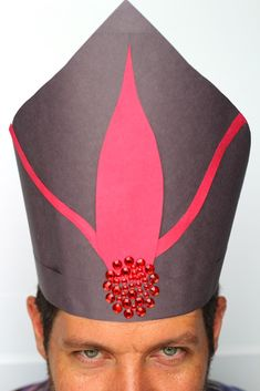 Learn how to make your own Disney's Descendants construction paper Jafar hat from Disney's Aladdin! Kids will love doing this easy craft! Jafar Costume, Aladdin Costume, Villain Costumes, Aladdin Birthday Party, Aladdin Party, Aladdin Musical, 5th Birthday, Diy Costumes, Halloween Costumes For Kids