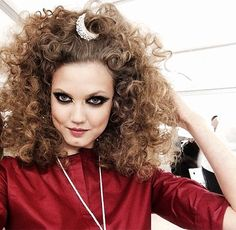 Sam McKnight does gravity defying curls for Chanel Resort 2015 Hair 2015 Hairstyles, Curled Hairstyles, Cool Hairstyles, Fashion Hairstyles, Beauty Makeup, Hair Makeup, Hair Beauty, Chanel Resort, Chanel Cruise