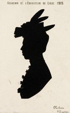 maker onbekend | Prenten, tekeningen, illustraties. Tekening van het silhouet van een dame met hoed. Een souvenir van de tentoonstelling in Luik in 1905 door silhouetmaker Nelson Algemene beschrijving van het fotomateriaal behorend tot de collectie Nationaal Archief/Spaarnestad Photo/Bunge. De foto's en ansichtkaarten zijn ooit in groepen op vellen karton van ca. 80x100 cm geplakt. Het materiaal is naar verluid afkomstig uit de nalatenschap van de familie Bunge, die aan het begin van de…