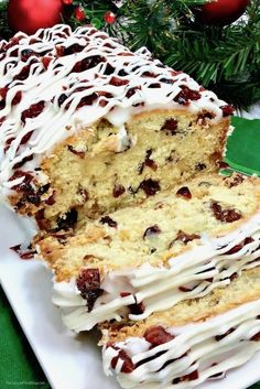 You're gonna this copycat Starbucks Cranberry Bliss Bread recipe — just like the famous Cranberry Bliss Bars, only better! Copycat Starbucks Cranberry Bliss Bread Starbucks is famous for their fall and holiday treats — from pumpkin loaf, to Pumpkin Cranberry Bread, Pumpkin Loaf, Cherry Bread, Fruit Bread, Dessert Bread, Christmas Bread, Christmas Cooking, Baking Recipes, Cake Recipes