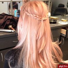 Pastel Peach Hair | https://www.pinterest.com/sabienie95/