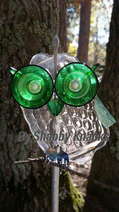Whimsical Repurposed Owl by ShabbyKnacks on Etsy Glass Garden Flowers, Glass Plate Flowers, Glass Garden Art, Flower Plates, Glass Art, Garden Owl, Garden Whimsy, Garden Deco, Garden Crafts