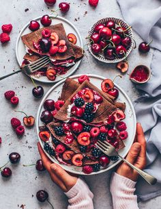 Easy Crêpes Recipe with Cherries Vegan Pancake Recipes, Vegan Recipes Easy, Breakfast Recipes, Chocolate Crepes, Vegan Chocolate, Vegan Sweets, Vegan Desserts, Cherry Recipes, Tiny Food