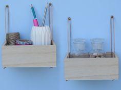 Vous n'avez plus de place sur votre bureau à force d'accumuler accessoires de toutes sortes, rouleaux de masking tape et petits carnets de notes. Question orga