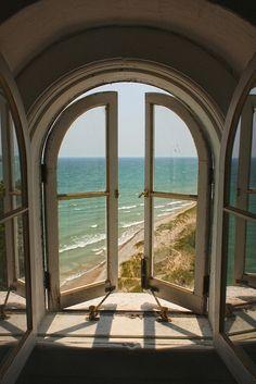 Adoro fotografia! Em especial essa me lembrou algumas obras de Magritte. FONTE: Repin