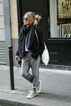 #casual #retro #fashion #style #baggy #trousers #sneakers #messy #hairbun #tote