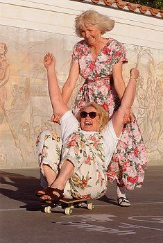 This will be me and my best friend in our old age :) Young At Heart, Aging Gracefully, Forever Young, Friends Forever, Belle Photo, Getting Old, Old Women, Alter, Make Me Smile