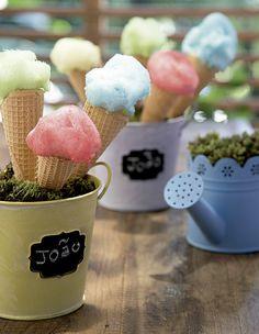 Algodão-doce Gift Chic na casquinha de sorvete. Baldinhos Rica Festa, regador Camicado (Foto: Cacá Bratke/Editora Globo)