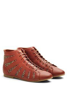 Venda Shoe the Bear / 8158 / Mulher / Botins / Botins de Couro Castanho. De 120€ por 55€.