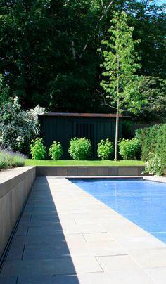 Stadtvilla Mit Moderner Gartengestaltung Und Großem Schwimmpool