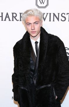 Lucky Blue Smith / do you mean Fucky… Lucky B Smith, Blonde Male Models, Snow White Hair, Blue Jam, Bright Blue Eyes, Lucky Blue, Platinum Blonde Hair, Fine Boys, Models