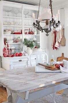 Så går startskuddet   for en etterlengtet   julepynting her i heimen!   Endelig skal vi få   lage litt JULEMAGI !    Og jeg bringer i...
