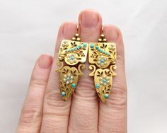 Early 20th Century Gold Earrings Edwardian Jewelry - Circa 1910. This is a beautiful pair of Victorian 18KT yellow gold earrings decorated with cabochon cut turquoise and seed pearl flowers - 2450$