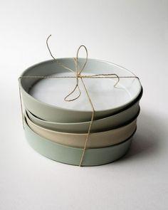 assiettes-gres-en-dégradé Ceramic Pottery, Ceramic Tableware, Kitchenware, Kitchen Accessories, Candle Plates, Stoneware, Dinnerware, Kitchen Things, Kitchen Tools
