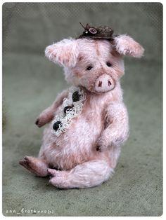 Snuppy Pig by Anna Bratkova on Tedsby – Monkey Stuffed Animal Fabric Animals, Felt Animals, Pet Pigs, Baby Pigs, Handmade Stuffed Animals, Teddy Toys, Handmade Toys, Crochet, Teddy Bears