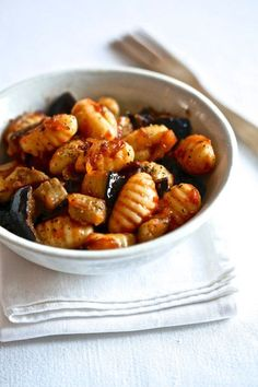Gnocchi with tomato and eggplant: discover the cooking recipes of Femme Actuelle Le MAG - Cité U - Meat Recipes Meat Recipes, Vegetarian Recipes, Cooking Recipes, Gnocchi Recipes, Pasta Recipes, Easy Dinner Party Recipes, High Protein Recipes, Food Inspiration, Italian Recipes