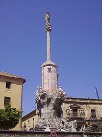 El Triunfo de San Rafael es una tipología de monumento típicamente cordobesa que se remonta al siglo XVII, máxima expresión de la devoción popular por el Arcángel Rafael, custodio de la ciudad.