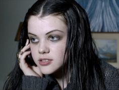 """Georgie Henley in """"Perfect Sisters"""" 90's beauty look"""