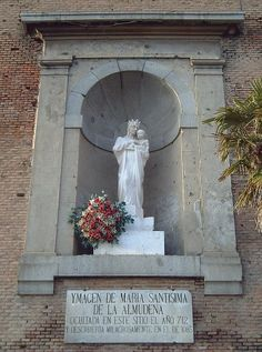 Imagen de la Virgen de la Almudena de MADRID