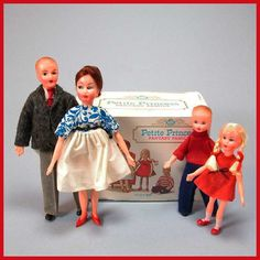Petite Princess Fantasy Family with Box by Ideal 1964 Doll Furniture, Dollhouse Furniture, Princess Doll House, Dollhouse Family, Fantasy Princess, Ideal Toys, Dollhouses, Vintage Images, Integrity