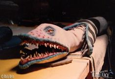 If, like me, you love Beetlejuice, Practical effects and behind the scene pics, you will love this post :) Pics from Pete Gerard and Rick Kess Movie Props, Movie Tv, Beatle Juice, Beetlejuice Sandworm, Good Ol Times, Practical Effects, Fantasy Movies, Bored Panda, Tim Burton